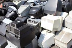 Старые сломанные мониторы компьютеров Стоковые Изображения