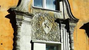 Старые советские символы на украшении окна стиля империи Stalins видеоматериал