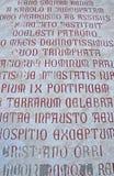Старые сочинительства на стене собора Tempio di Сан стоковые фото