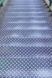 Старые стальные лестницы в картинах эллипсиса моста на предпосылке, дорожке вниз стоковое фото rf