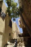 Старые старинная улица и дома в городе Яффы, около Тель-Авив, Израиль стоковые изображения rf