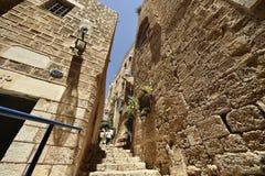 Старые старинная улица и дома в городе Яффы, около Тель-Авив, Израиль стоковая фотография rf