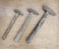 Старые стальные молотки с деревянной ручкой Стоковое Изображение RF
