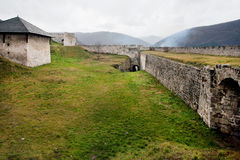 Старые стена и выход внутри каменного форта Стоковые Изображения