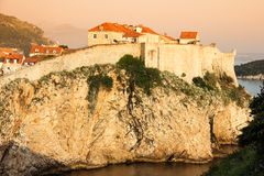 Старые стены города и городка dubrovnik Хорватия Стоковые Фотографии RF