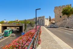 Старые стены и городской взгляд в Иерусалиме, Израиле Стоковое Изображение