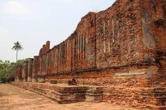 Старые стены кирпичей с солнечным светом штендеров стоковые изображения rf