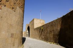 Старые стены окружая старую деревню ани, Турции стоковая фотография rf