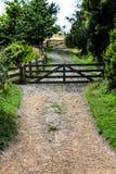 Старые строб и путь фермы в Новой Зеландии Стоковое фото RF
