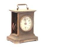 Старые сломанные часы каминной доски на белой предпосылке Стоковые Фото