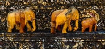 Старые слоны Брайна гравируя от древесины Стоковая Фотография