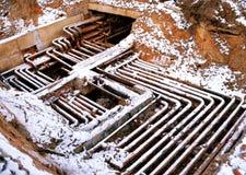 Старые трубы на промышленном предприятии Стоковые Изображения RF