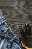 Старые увяданные джинсы и наушники Стоковое Изображение