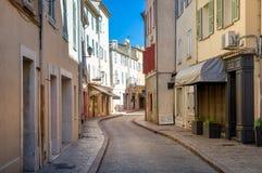 Старые улицы городского центра St Tropez стоковая фотография rf