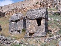Старые усыпальницы утеса Lycian стоковые фотографии rf