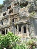 Старые усыпальницы Lycian около города Fethiye Стоковая Фотография