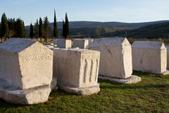 Старые усыпальницы средневекового некрополя Radimlja, Боснии и Hercegovina Стоковая Фотография RF