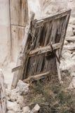 Старые утюг и древесина двери Стоковые Изображения RF
