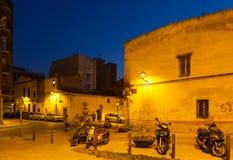 Старые улицы Sant Adria de Besos в вечере Стоковое Фото