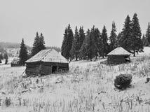 Старые хаты shepperd на зиме стоковые изображения rf