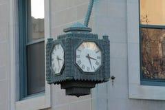 Старые часы здания стоковые фото