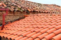 Старые черепицы красного кирпича итальянских домов Стоковые Изображения RF