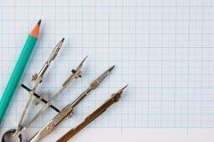 Старые чертегные инструменты стоковая фотография