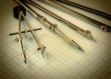Старые чертегные инструменты стоковые фотографии rf