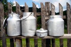 Старые чонсервные банкы молока Стоковое фото RF