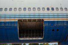 Старые decommissioned самолеты и детали самолета в встреченном утиле стоковые изображения rf