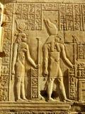 Старые hieroglyphics на стене виска Kom Ombo стоковые фото