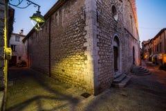 Старые steets St Paul de Vence в ноче Стоковое Изображение