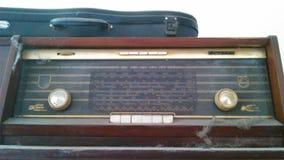 Старые stero и скрипка с толстой пылью Стоковые Изображения RF