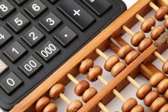 Старый абакус и современный калькулятор Стоковое фото RF