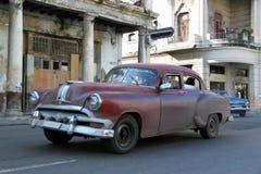 Старый автомобиль бежать в Гаване 2 Стоковые Изображения