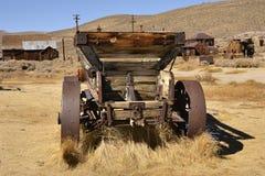 Старый автомобиль в город-привидении Стоковые Изображения