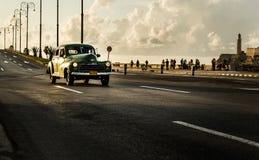 Старый автомобиль в Кубе Стоковые Изображения