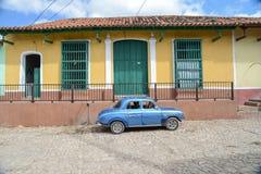 Старый автомобиль на улице в Гаване Кубе Стоковое фото RF