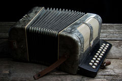 Старый аккордеон с вином Стоковое Фото