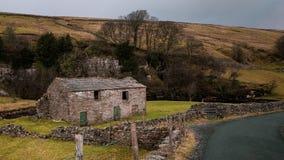 Старый амбар около Reeth, участков земли Йоркшира стоковое фото