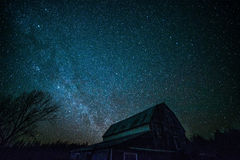Старый амбар Онтарио и звезды ночи Стоковая Фотография RF