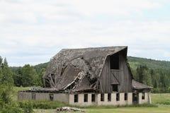 Старый амбар падая вниз Стоковые Фото