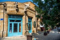 Старый антикварный магазин на популярной улице Arasta туриста Никосия, Cypr стоковое изображение rf