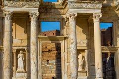 Старый античный город Efes, руин библиотеки Ephesus античных Celsus Стоковое фото RF