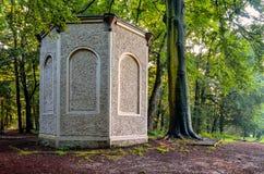 Старый античный дом льда в парке замка в Pszczyna Стоковые Изображения RF