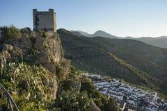 Старый арабский замок Zahara de Ла Сьерры в провинции Кадиса, Андалусии, Испании стоковое фото rf