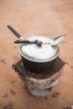 Старый бак нержавеющей стали на плите Стоковое Фото