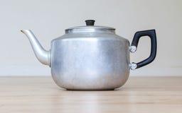 Старый бак чая металла Стоковые Изображения RF