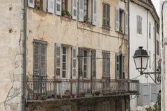 Старый балкон в Entrevaux деревня, Франция Стоковые Фото