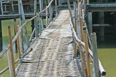 Старый бамбуковый мост стоковое изображение